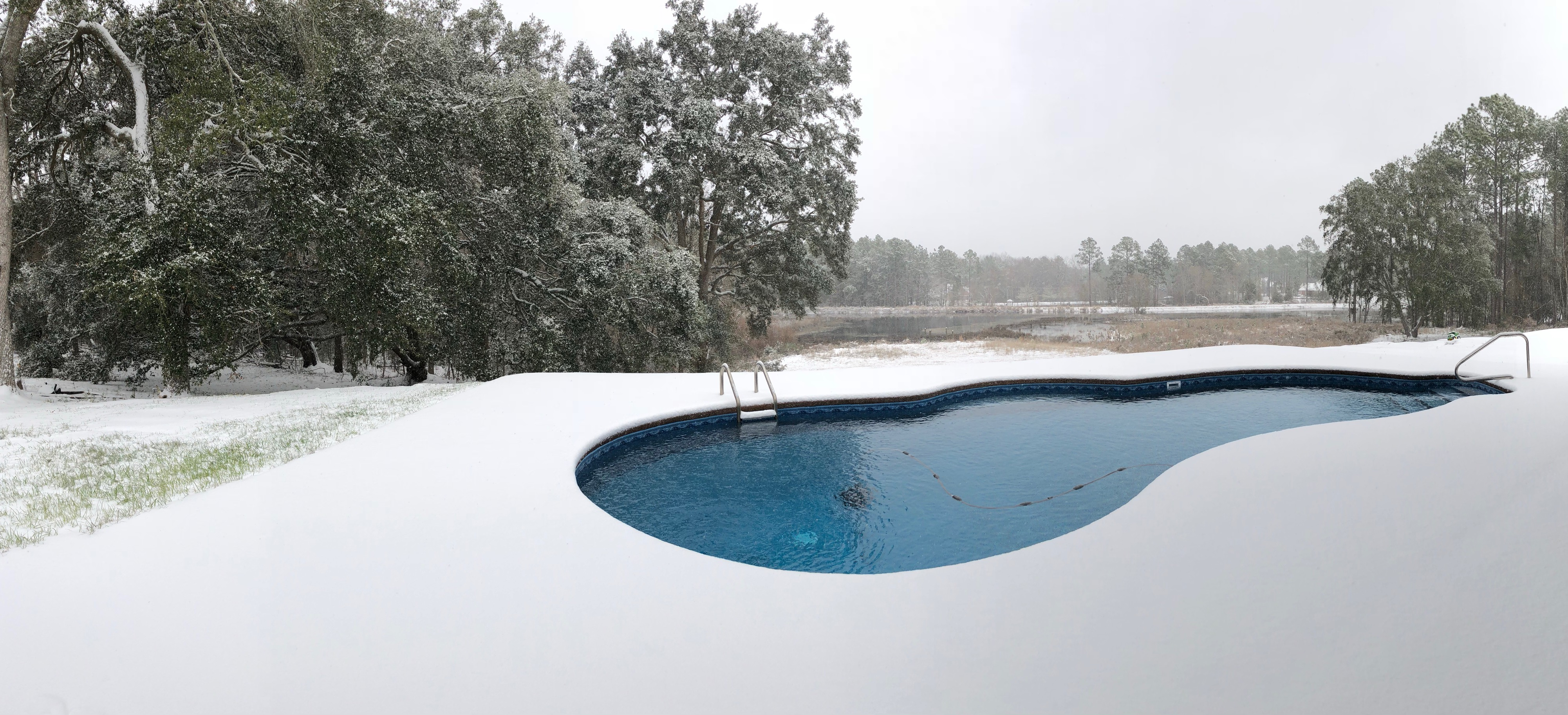 Curved Liner Pool snow
