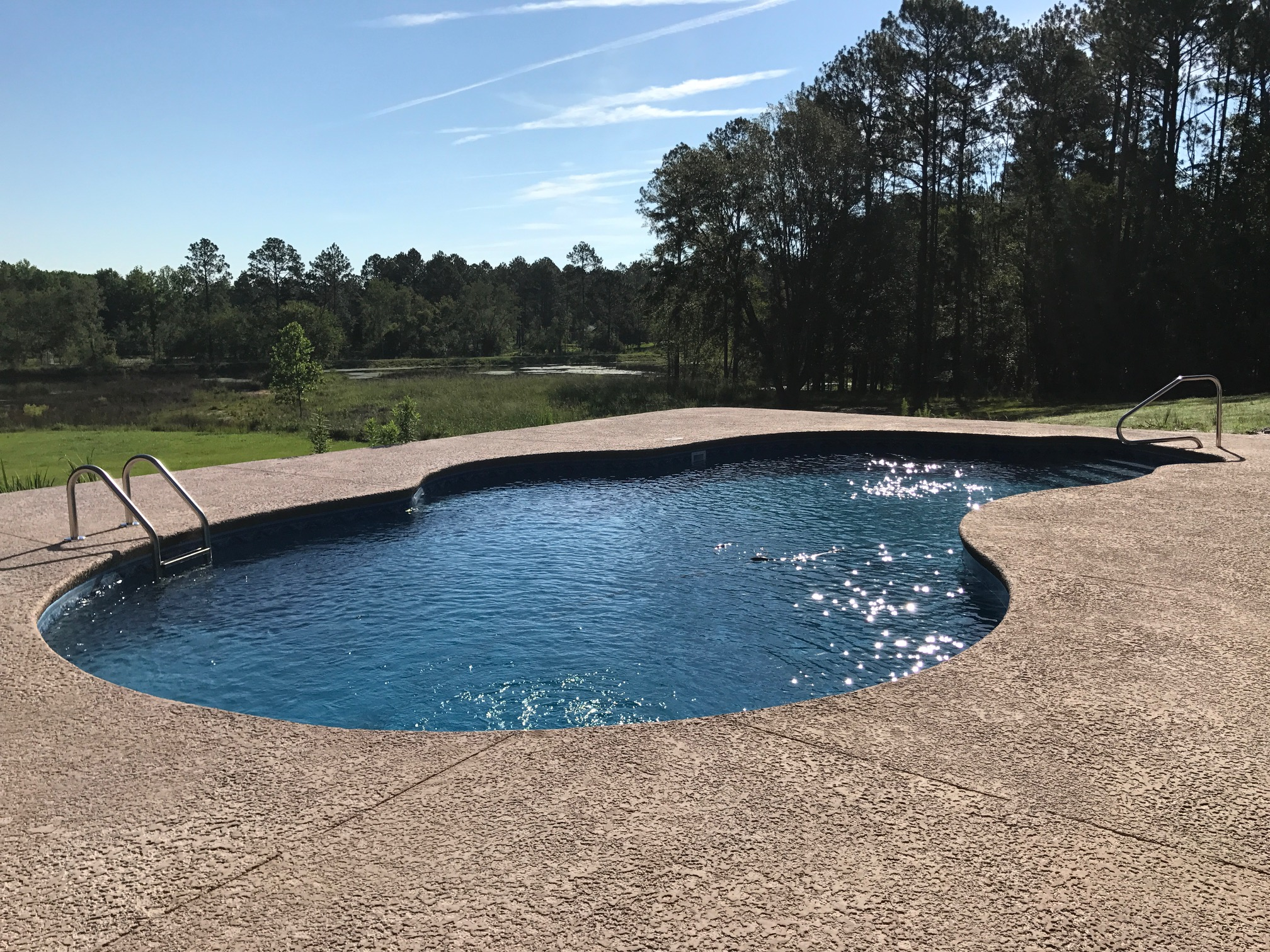 Curved Liner Pool